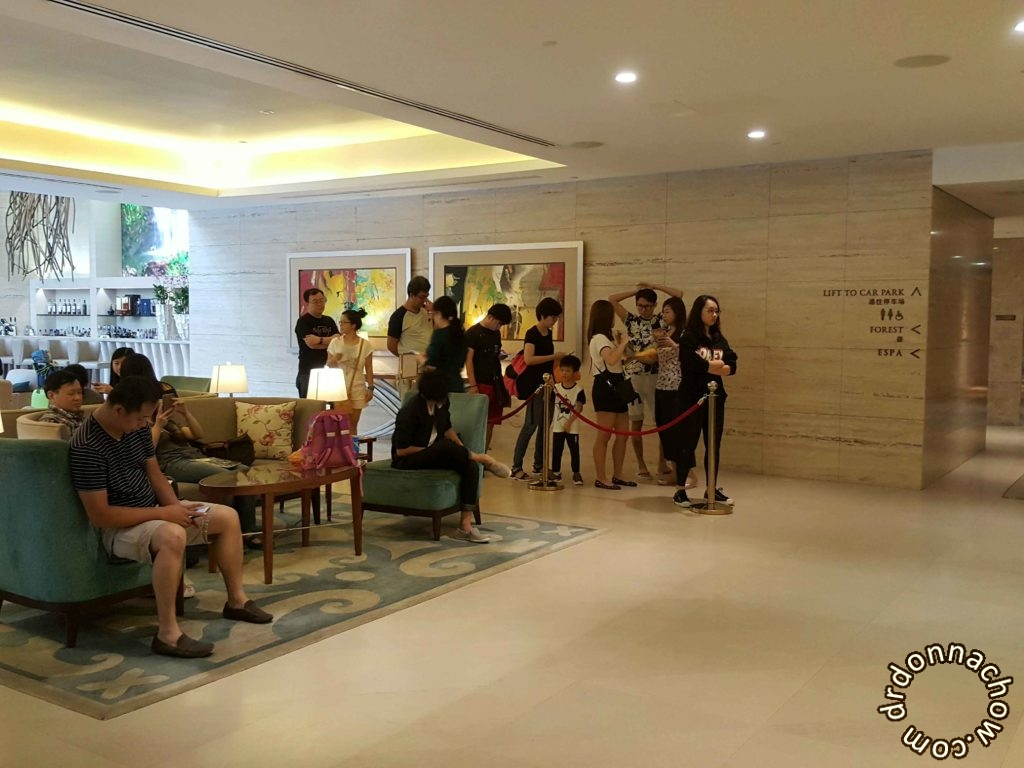 Long queue at Hotel Equarius