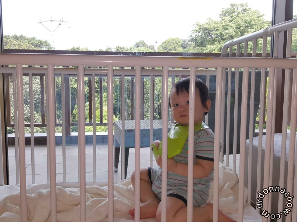 Baby cot is metal