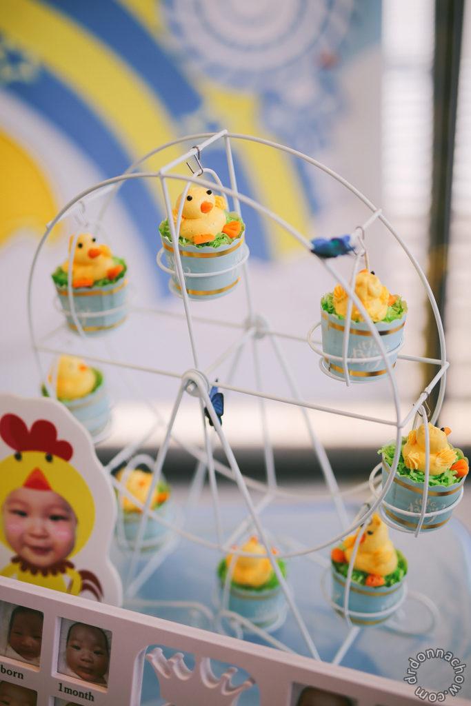 Chicken cupcakes on a ferris wheel